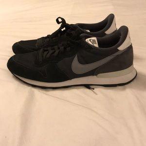 Nike Internationalist Sneaker Black size 10